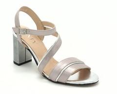 Серебряные кожаные босоножки на высоком каблуке