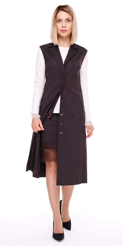 Жилет С070а-377 - Стильное платье-жилет приталенной формы на подкладке из классической костюмной ткани в фактурную полоску. Классический отложной воротник, карманы в боковых швах, сзади шлица.