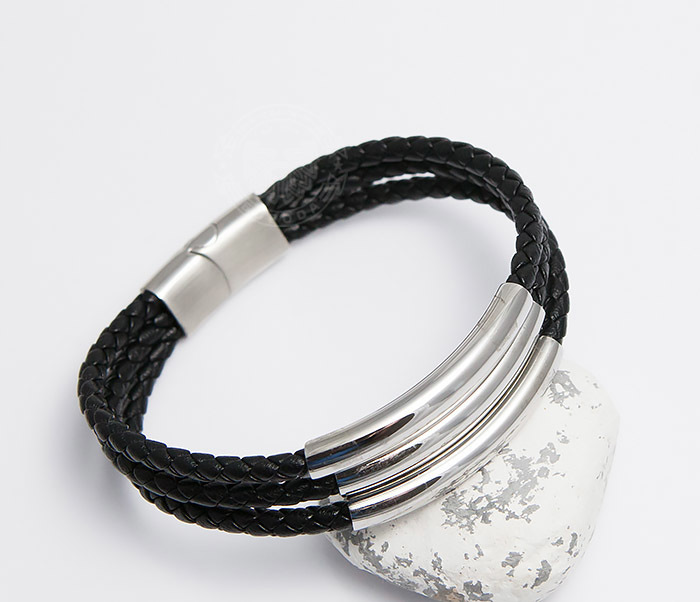 BM490 Браслет из кожаных шнуров со стальной застежкой (20 см)