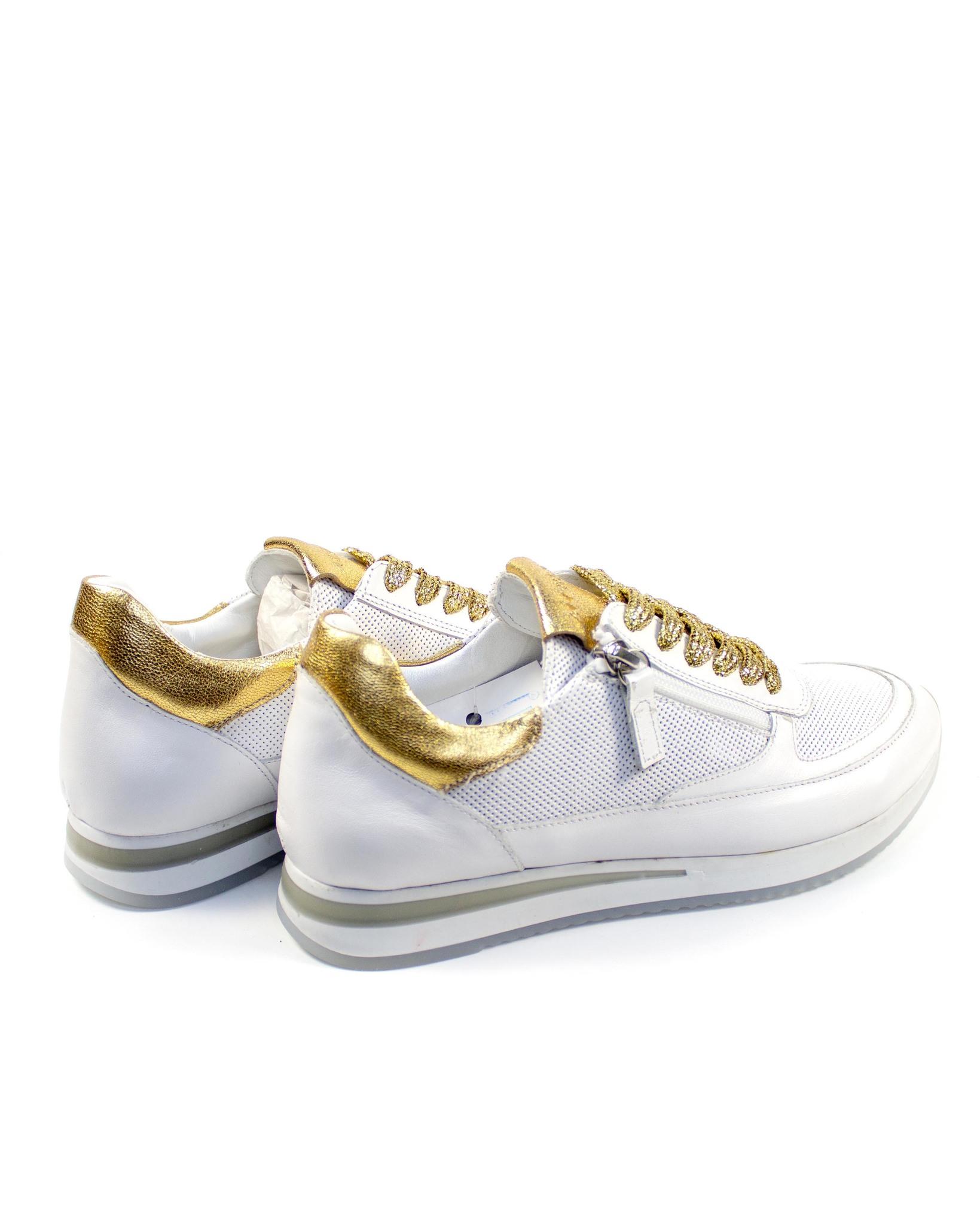 белые кроссовки Alpino