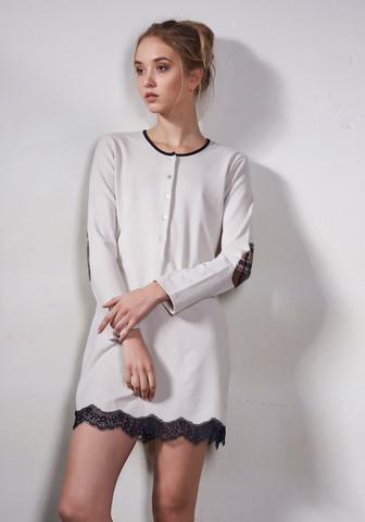 Бежевое домашнее платье-сорочка с заплатками на рукавах