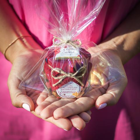 Набор комплиментов для гостей на свадьбе: бонбоньерка с медом (140 г) + именная шоколадка (15 г)