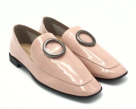 Пудровые туфли из натурального лака в готическом стиле