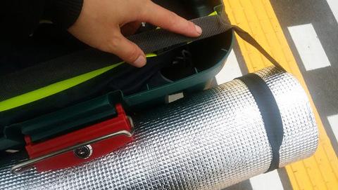 Экспедиционный ящик IRIS RV Box 460, пример крепления туристического коврика.