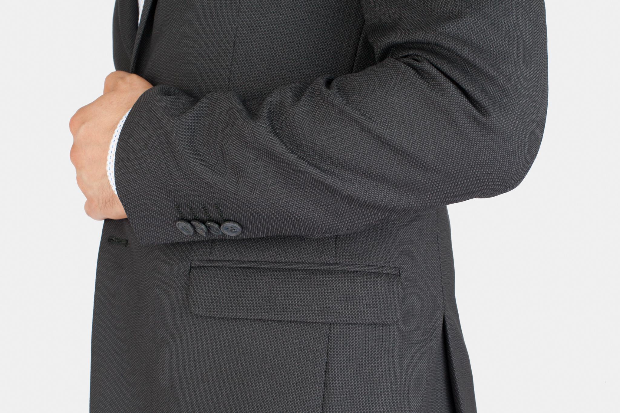 Тёмно-серый шерстяной костюм, накладной карман