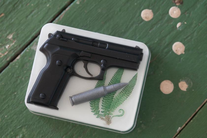 Мыло Пистолет на прямоугольном основании