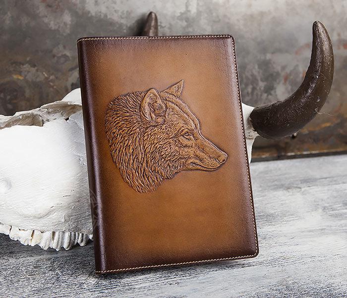 BY05-15-02 Кожаный ежедневник в красивой обложке «Волк», тиснение (А5)