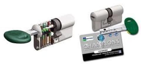 Цилиндровый механизм MOTTURA CHAMPION C38-4636-C5 82мм (46/36 под верт) шток никель