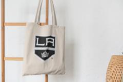 Сумка-шоппер с принтом НХЛ Лос-Анджелес Кингз (NHL Los Angeles Kings) бежевая 002