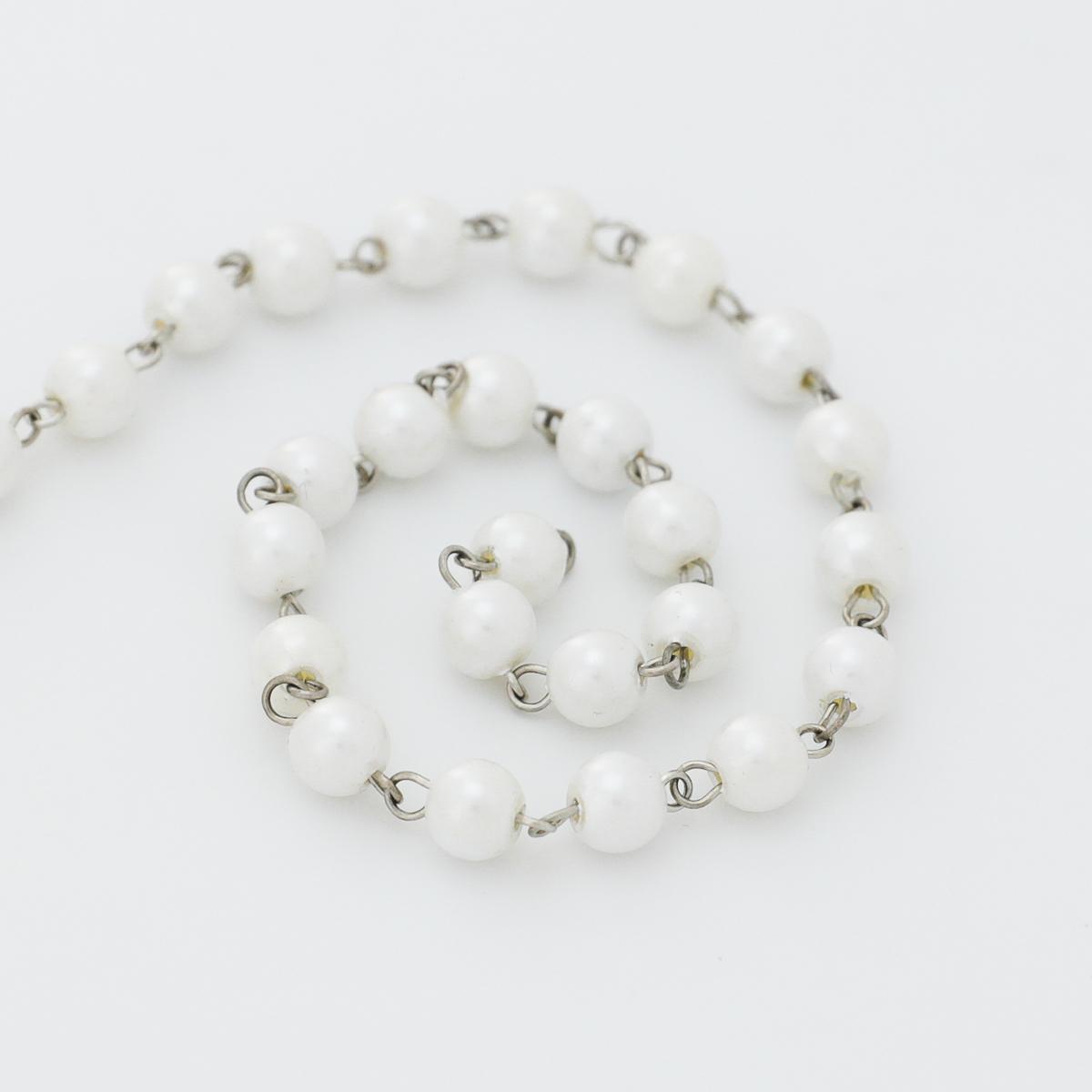 Металлическая цепочка с бусинами в виде жемчужин