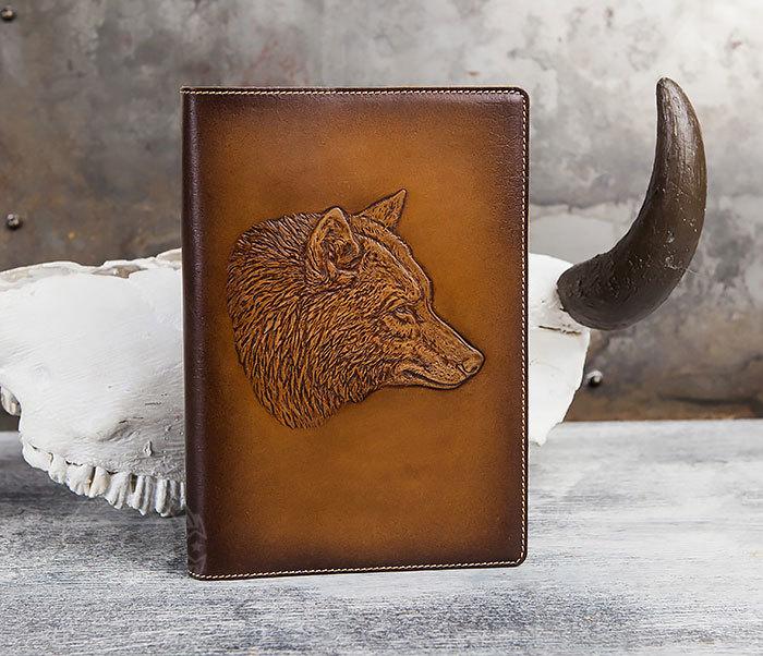 BY05-15-02 Кожаный ежедневник в красивой обложке «Волк», тиснение (А5) фото 02