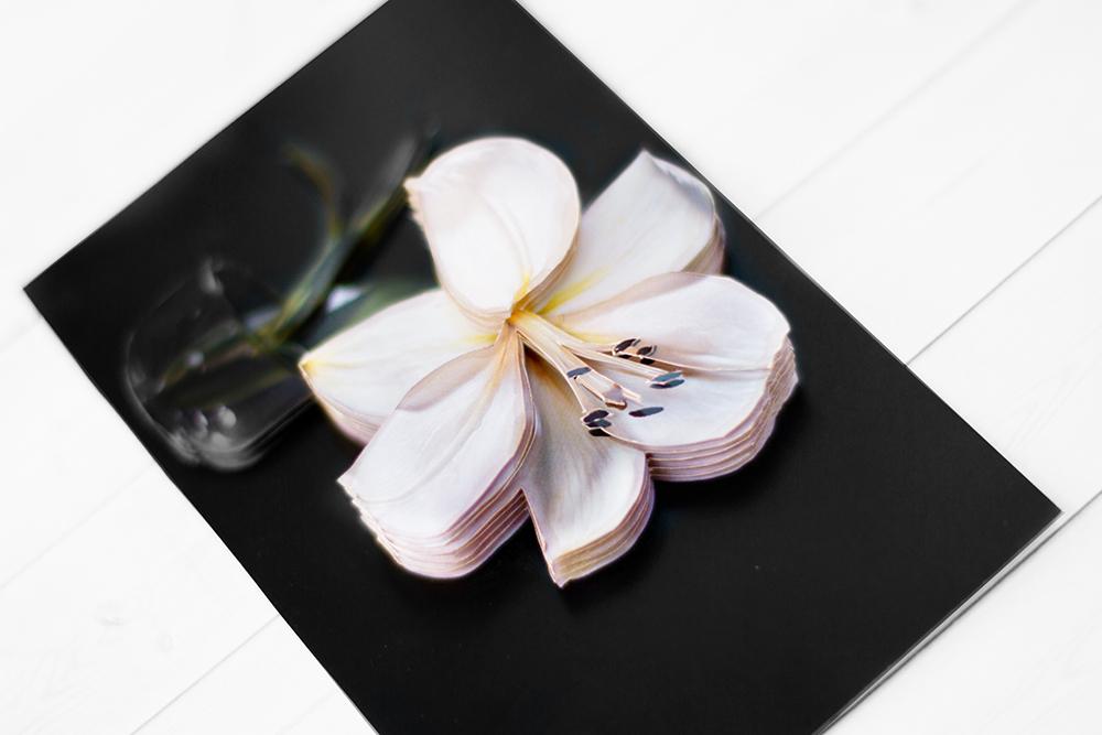 Белая лилия - готовая работа, вид сбоку.