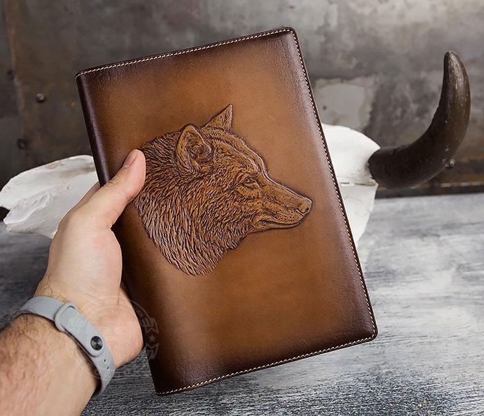 BY05-15-02 Кожаный ежедневник в красивой обложке «Волк», тиснение (А5) фото 04