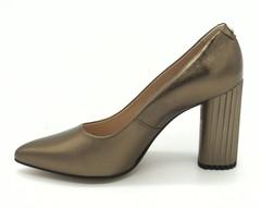 Туфли с заостренным мыском и декоративным каблуком