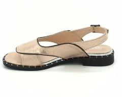 Кожаные розовые сандалии на низком каблуке