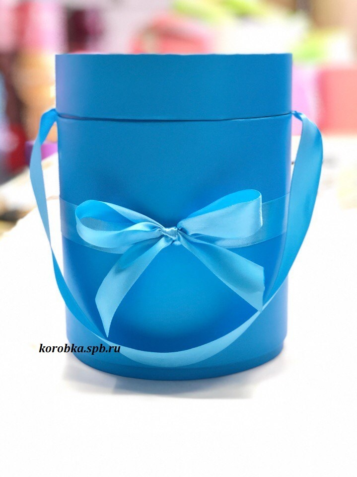 Шляпная коробка D 16 см .Цвет: ярко голубой . Розница 400 рублей.