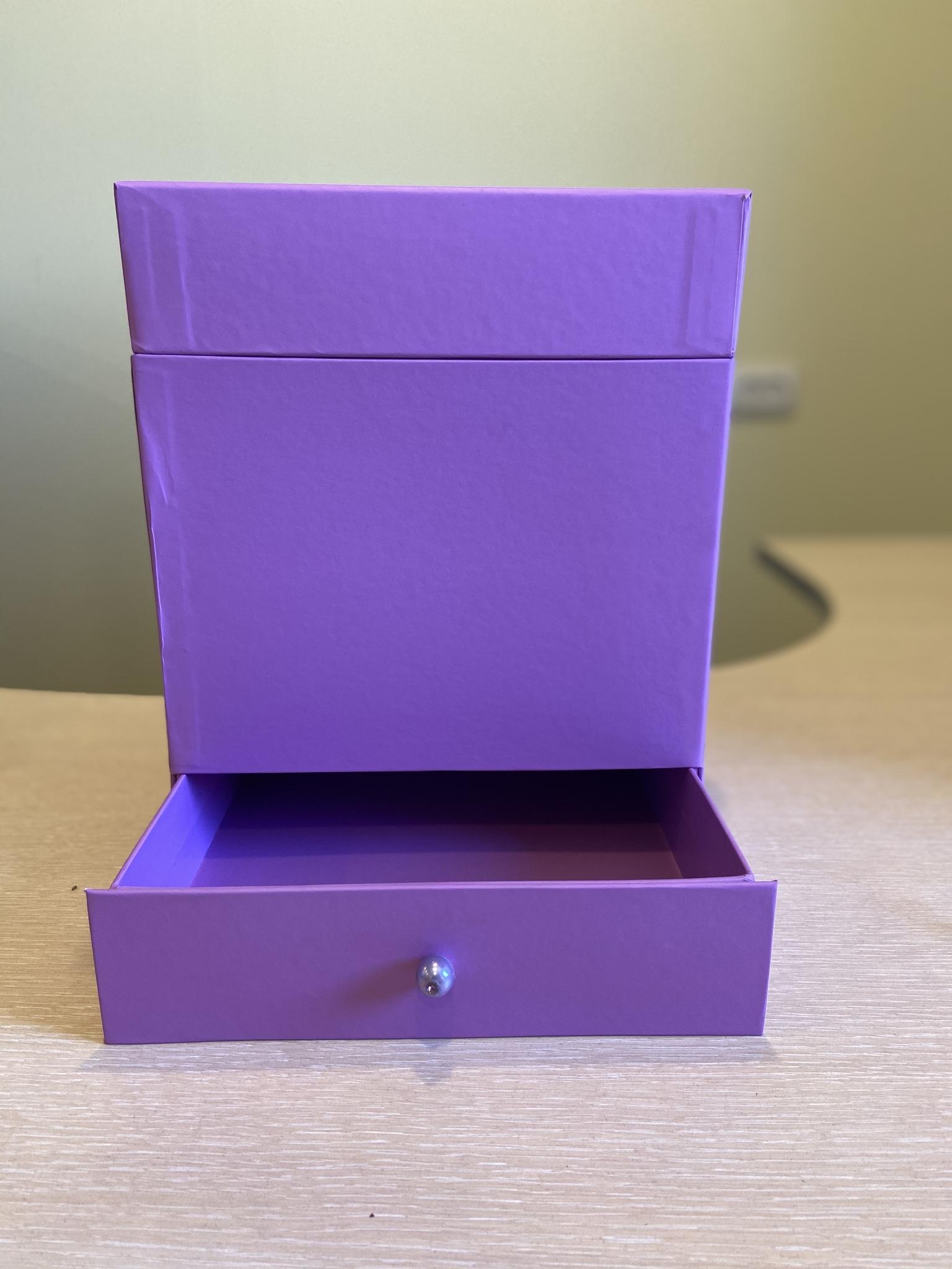 Квадратная коробка с отделением для подарка. Цвет: Лиловый   . В розницу 500 рублей .