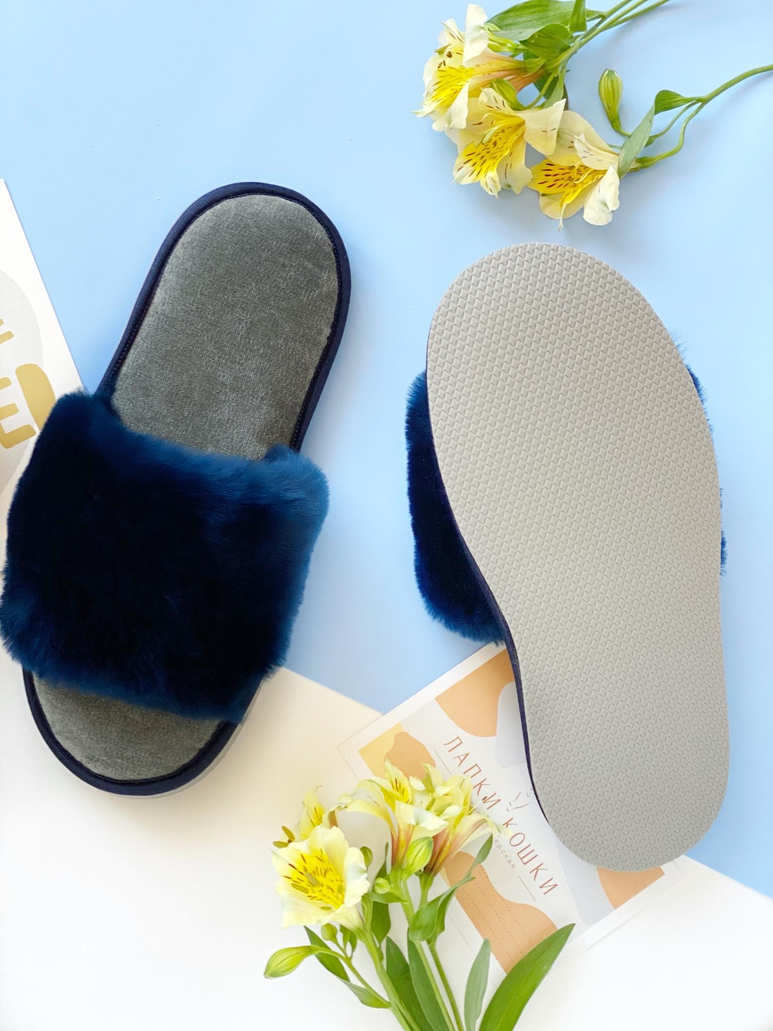 Меховые тапочки сапфир с цельной шлейкой и текстильной стелькой серой