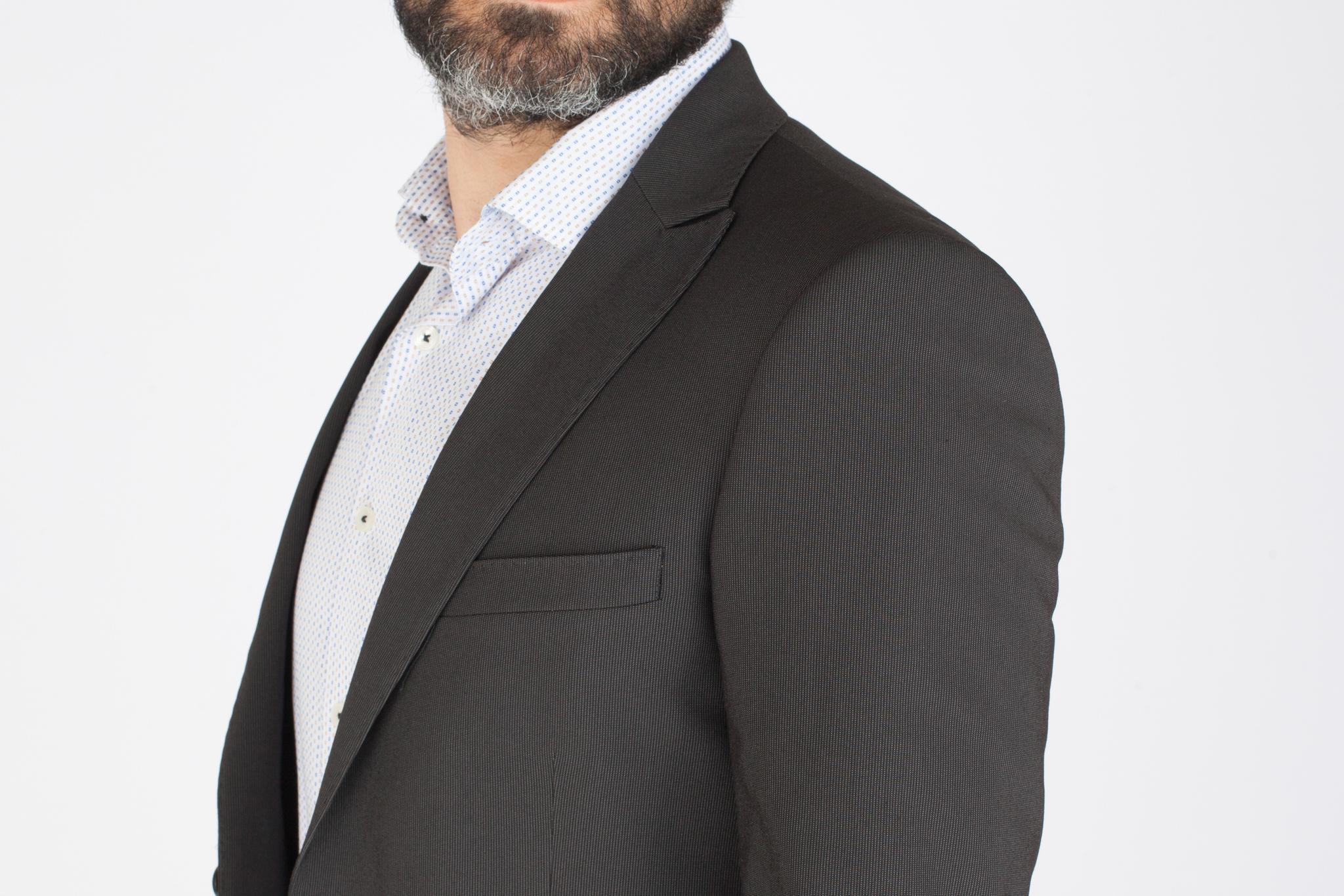 Тёмно-серый шерстяной костюм в полоску, нагрудный карман