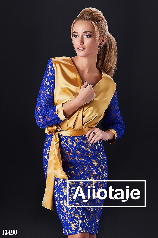 Платье золотого цвета с гипюром цвета электрик