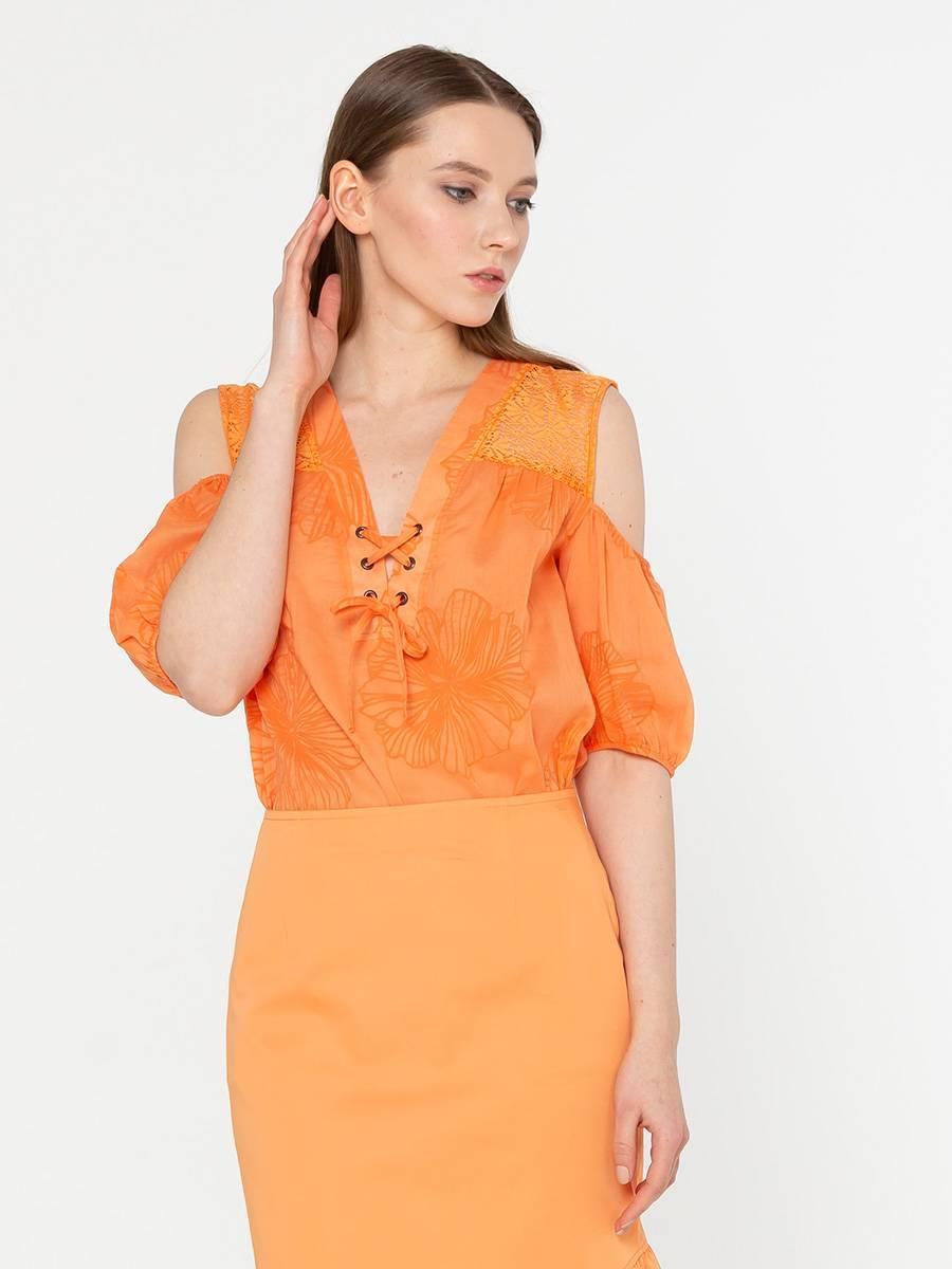Блуза Г602-771 - Легкая хлопковая блуза свободного силуэта. Фигурные вырезы на рукавах, эффектно подчеркивает открытые плечи. Прекрасно сочетается с юбками, брюками, джинсами и шортами создавая романтичный и женственный образ.