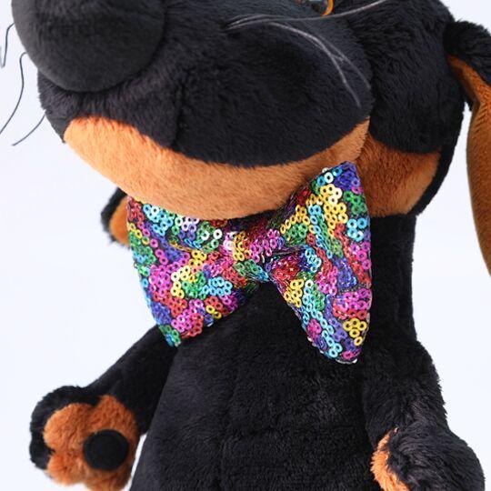 Пес Ваксон в галстуке-бабочке в пайетках