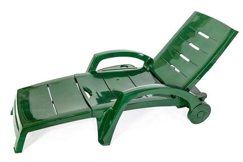 Пластиковый шезлонг складной на колесах с ящиком темно-зеленый