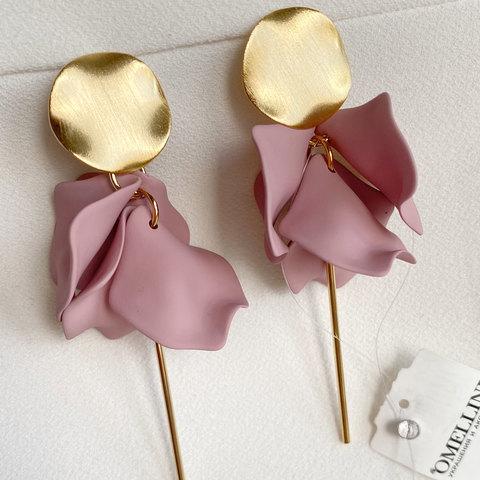 Серьги с акриловыми лепестками (розовый)