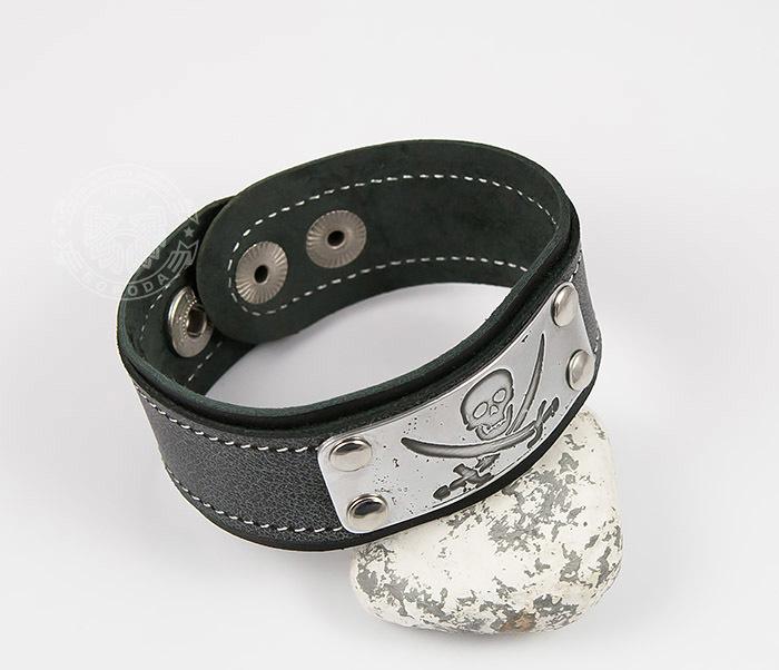 BL453-3 Кожаный браслет с гравировкой Пират из кожи ручной работы фото 04