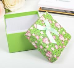 Подарочная коробка зелёная 9х9х6см
