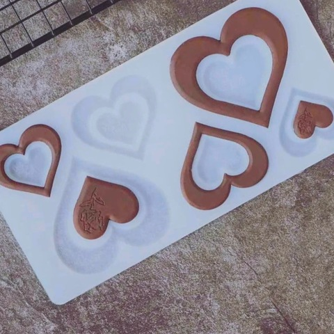 Силиконовая форма для шоколада плоская СЕРДЦЕ 2в1 КОНТУР №2 с оттиском в виде розочки  (размер 80х80мм 60х60мм 50х50мм (6в1)