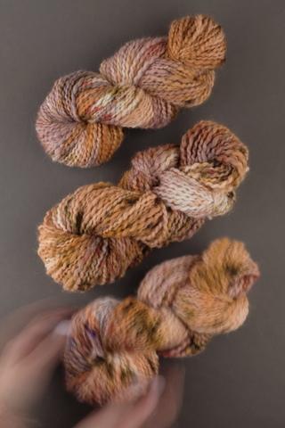 Пряжа ручного прядения и секционного окрашивания, цвет рыжий меланж