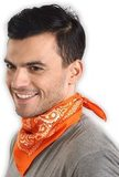Оранжевая бандана на шею фото