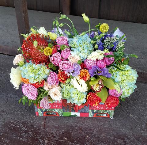 Ящик с цветами из Италии