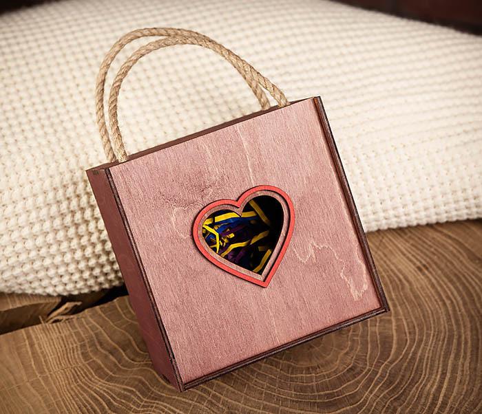 BOX210-3 Подарочная коробка с ручками фиолетового цвета (17*17*10 см)