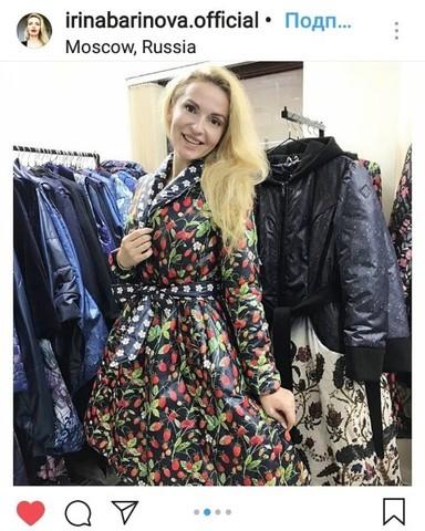 Актриса Ирина Баринова в плаще