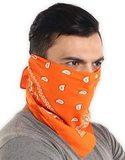 Оранжевая бандана на лицо фото