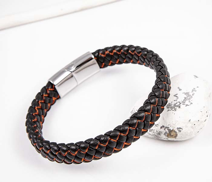 BM591-1R Широкий кожаный браслет с красной нитью