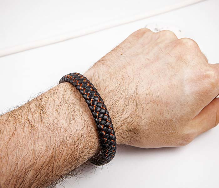 BM591-1R Широкий кожаный браслет с красной нитью фото 05