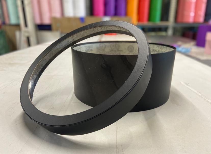 Короткая коробка с прозрачной крышкой 40см х 15 см Цвет:Черный . Розница 600 рублей