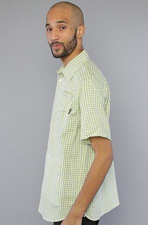 Рубашка зеленая фото сбоку