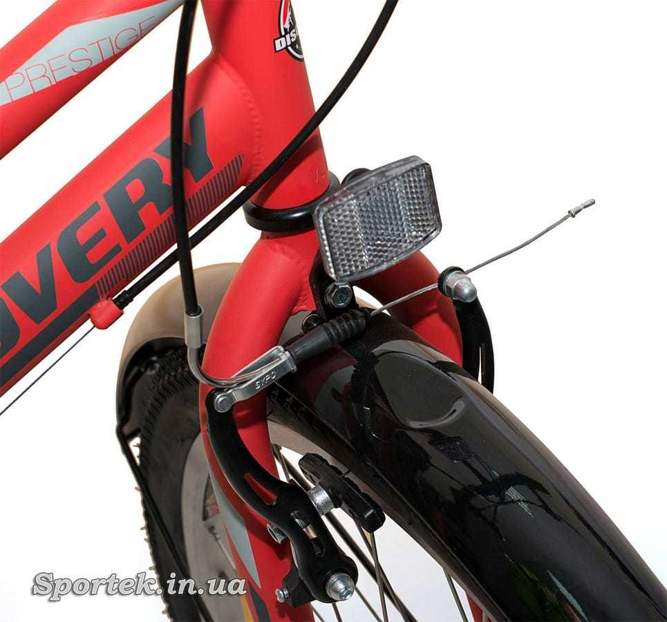 Вилка, передний тормоз и катафот городского женского велосипеда Discovery Prestige Woman 2016