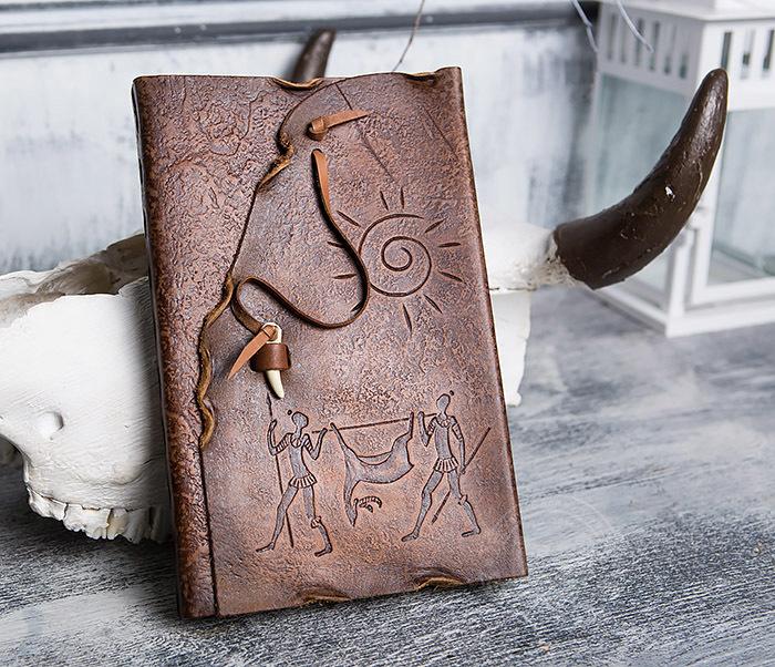 BY01-06-04 Кожаный подарочный блокнот «Добыча» с застежкой - клыком (А5) фото 02