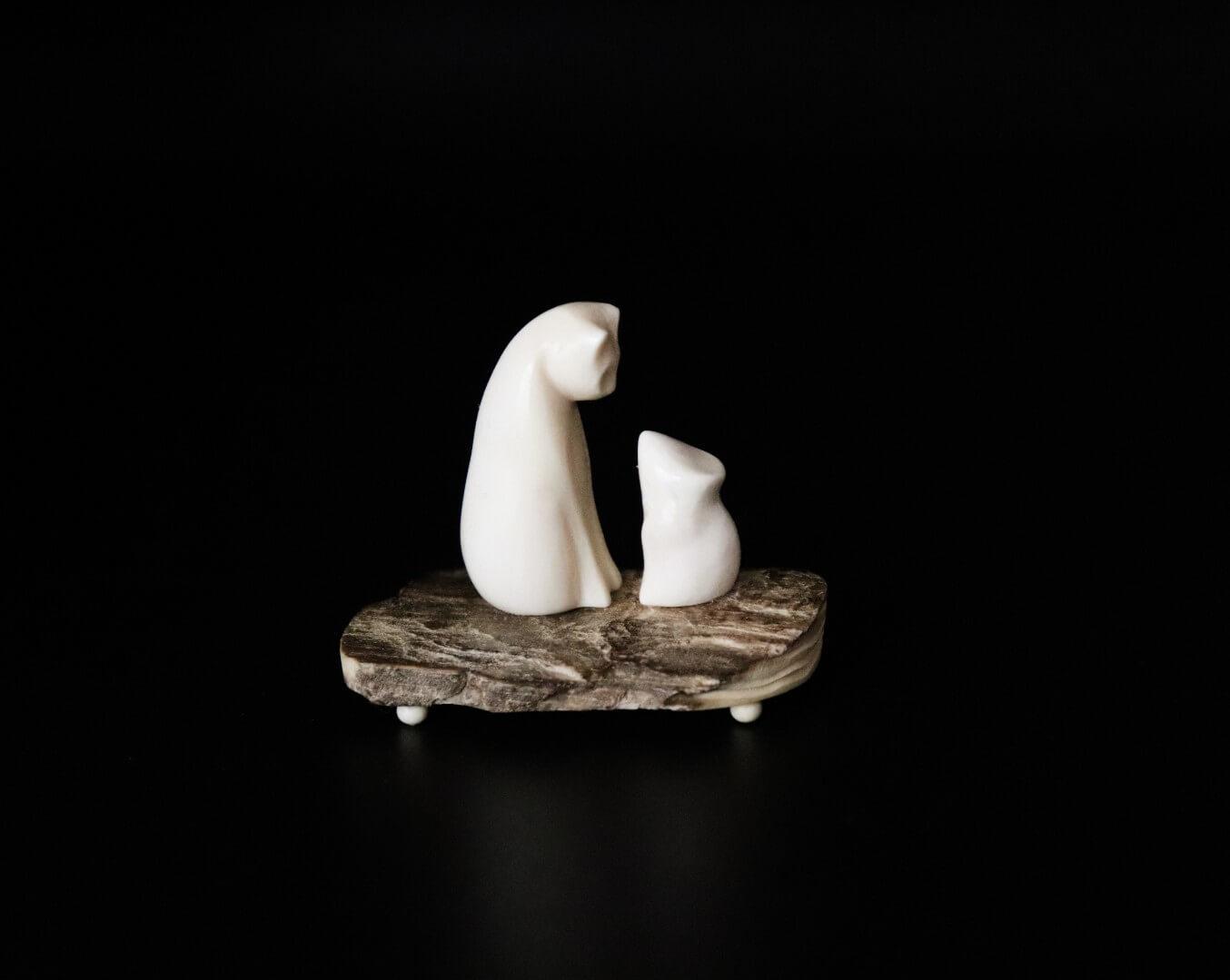 фигурка из кости и бивня мамонта «Кошка и мышь»