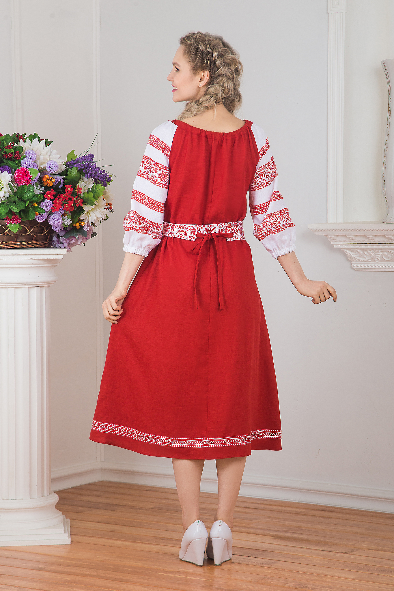 Русское-народное платье для танца вид сзади
