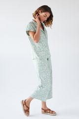 Піжама сорочкового типу зі штанами капрі і принтом