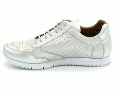 Белые кроссовки из натуральной кожи