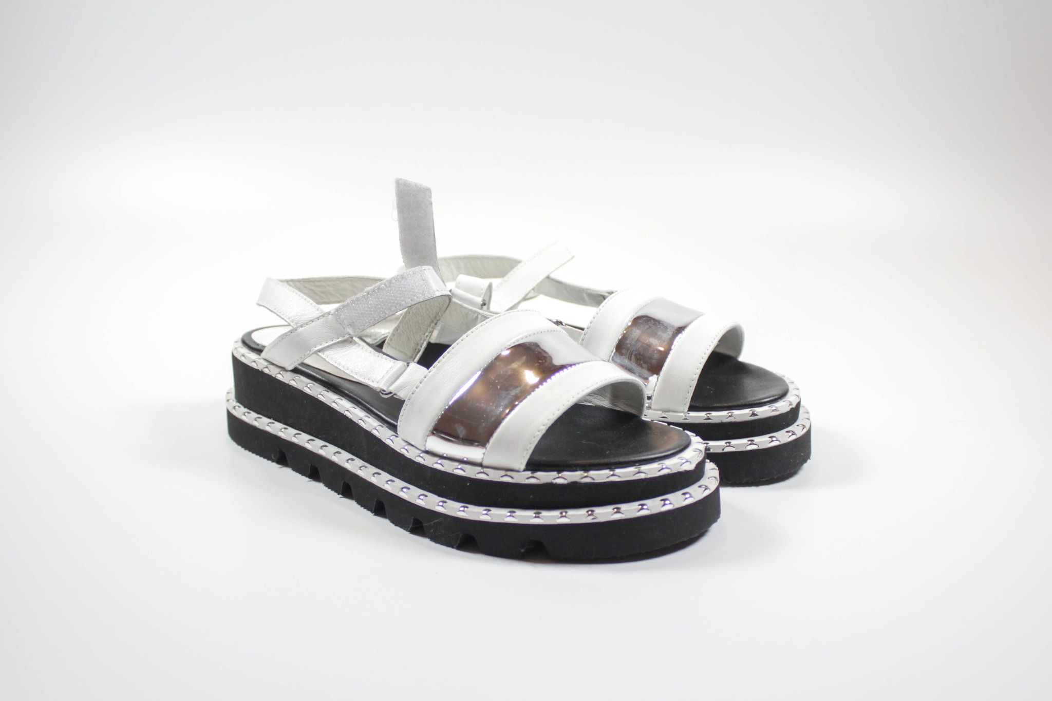 белые сандалии ILVI