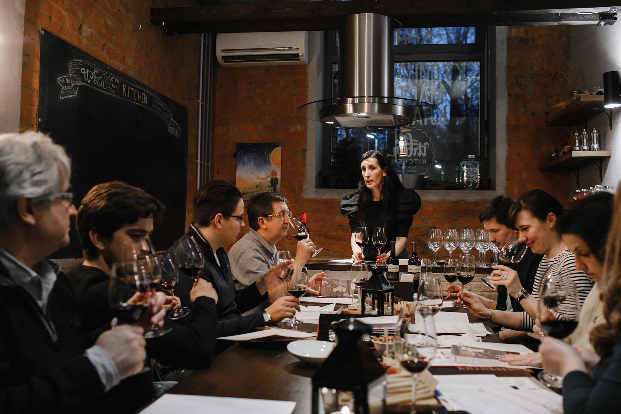 Дегустация вина в Москве фото