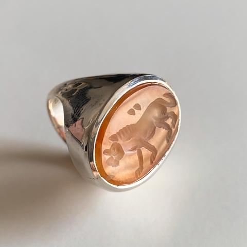 LAB047 Кольцо-печатка с инталией 15.5 (сердолик, овал)